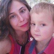 На Полтавщині зникла молода мама з маленьким сином (фото)