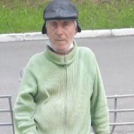 У столиці шукають родичів старенького без документів (фото)