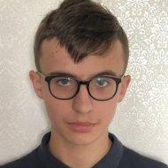 Пішов до лікарні та не повернувся: у столиці зник хлопчик (фото)