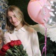 У столиці зникла дівчинка з русявим довгим волоссям (фото)