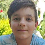 Вийшов ввечері з дому та не повернувся: у столиці зник 12-річний хлопчик у футболці та шортах (фото)