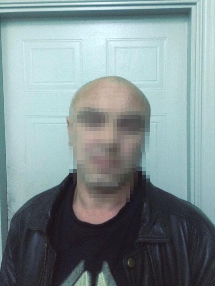 У Києві зловмисник вбив чоловіка і відніс тіло до сміттєвих баків
